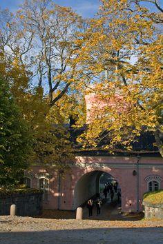 Autumn came to Suomenlinna...  Aili Alaiso Finland