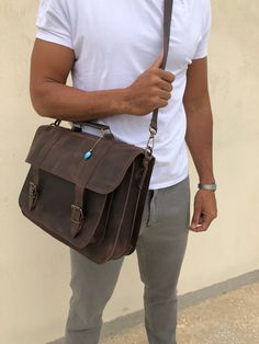 Waxed deep brown leather messenger bag made from genuine leather, decorated with a unique key ring. Laptop Briefcase, Briefcase For Men, Leather Briefcase, Laptop Bag, 17 Laptop, Brown Leather Messenger Bag, Messenger Bag Men, Black Leather Mules, Leather Men