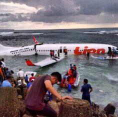 Miracle airplane crash at Bali – all survived