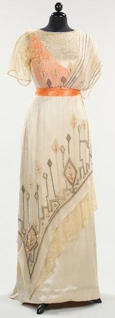 Evening dress, 1911-13. Photo: Metropolitan Museum of Art.