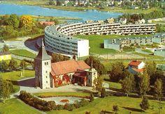 """Akershus fylke Skedsmo kommune Strømmen med kirken og """"Slangeblokka' utsikt mot Lillestrøm Utg Norrønafly 1970-tallet"""