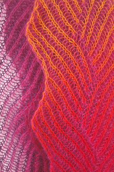 "spacecurry-diy: "" my lace version of Gretchen´s zigzag scarf by Nancy Marchant, published in Knitting Fresh Brioche - Creating Two-Color Twist & Turns """
