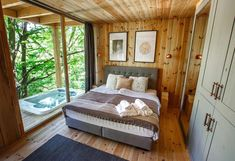 Remete deluxe – kipróbáltuk a noszvaji Treehouse-t Beatles Museum, Narrow Staircase, Travel Booking Sites, Wet Rooms, Best Location, Rustic Chic, Outdoor Furniture, Outdoor Decor, Hotel Offers