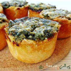 Oua de prepelita cu spanac in cupe din foietaj Spinach Recipes, Quiche, Muffin, Food And Drink, Appetizers, Breakfast, Master Chef, Crafty, Pie