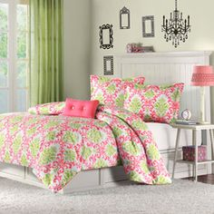 @Overstock - Monica is the perfect way to add color and fashion to the bedroom. This comforter mini-set brings in a great combination of coral and green to create this fun damask pattern.http://www.overstock.com/Bedding-Bath/Mizone-Monica-3-piece-Comforter-Set/6794121/product.html?CID=214117 $44.99