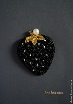 New embroidery bead black Ideas Tambour Embroidery, Bead Embroidery Jewelry, Brooches Handmade, Handmade Jewelry, Beaded Jewelry Designs, Bead Crafts, Jewelry Crafts, Black Strawberry, Motifs Perler