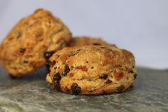 Grove Scones med tørket frukt. Tareq Taylor, Scones, Muffin, Good Food, Healthy Recipes, Baking, Breakfast, Blogging, Health Recipes