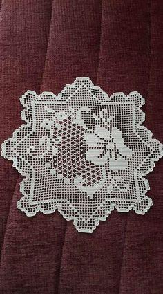 Dantel Mutfak Takımı Modelleri Dantel Mutfak Takımı Modelleri Buzdalabi örtüsü olarak örülen bir dantel model bunu Kayseride bir çeyizcide çekmistim fakat adini hatırlaya...  #Dantel #DantelMutfakTakımı #dantelmutfaktakımımodelleri #dantelmutfaktakımıörnekleri Crochet Patterns Filet, Crochet Shawl Free, Crochet Art, Thread Crochet, Baby Knitting Patterns, Embroidery Patterns, Hand Embroidery, Crochet Placemats, Crochet Table Runner