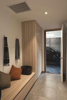 High Street / Alta Architecture -omg I love this simple mud room Interior Architecture, Interior Design, Street House, House Entrance, Entrance Hall, New Home Designs, Minimalist Home, Mudroom, House Plans