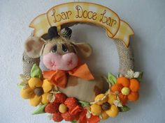 GUIRLANDA VACA CLARINHA | JOANA ARTES | 33B065 - Elo7 Felt Crafts, Fabric Crafts, Country Wreaths, Letter Stencils, All Craft, Stuffed Animal Patterns, Burlap Wreath, Cow, Floral Wreath