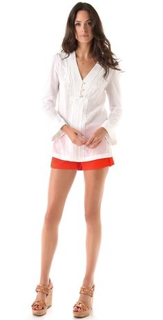 White tunic with orange shorts Summertime Outfits, White Tunic, Orange Shorts, Girly Stuff, Joyful, Fitness Inspiration, Supermodels, Envy, Tory Burch