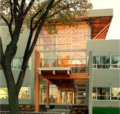 Le Centre de transformation sur le bois d'œuvre (Pavillon Gene H. Kruger) de Université Laval est un projet utilisant le bois maibec