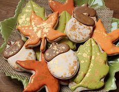 Simple Autumn Cookies by sweet sugarbelle seriously talented lady. Simple Autumn Cookies by sweet sugarbelle seriously talented lady. Leaf Cookies, Fall Cookies, Iced Cookies, Cute Cookies, Royal Icing Cookies, Holiday Cookies, Cupcake Cookies, Cookies Et Biscuits, Fancy Sugar Cookies