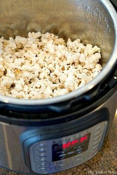 Learn how to use your new Instant Pot to make popcorn and so many other foods. Ready to get started with your new Instant Pot? Here are 25 easy Instant Pot recipes for newbies who are ready to start a new way of making meals. Slow Cooker Recipes, Crockpot Recipes, Healthy Recipes, Cooking Recipes, Cooking Games, Cooking Steak, Cooking Turkey, Easy Pressure Cooker Recipes, Cooking Ribs