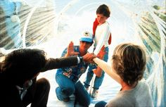 Peter Coyote, director Steven Spielberg, Henry Thomas and Dee Wallace on the set of E.T. the Extra-Terrestrial (1982).