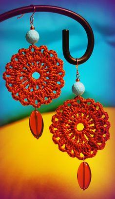 ABruxinhaCoisasGirasdaCarmita: Brincos em crochet