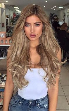 Looking for some blonde hair inspiration? We've put together a list of our favourite blonde A-listers to inspire your next do. From classic bright blonde t. Blonde Balayage Highlights, Hair Color Balayage, Ombre Hair, Haircolor, Caramel Highlights, Brunette Ombre, Pretty Hairstyles, Wig Hairstyles, Hairstyle Ideas
