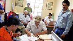 CONAGUA entregó notificaciones sobre el registro de pozos para extracción de agua en Nava, informó Óscar Ruiz Palacio, titular de la citada dependencia.