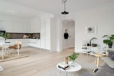 Large open spaces invite to the party and party Kitchen Dining, Dining Room, Minimalist Design, Scandinavian Design, Open Spaces, Interior Design, Simple, Invite, Table