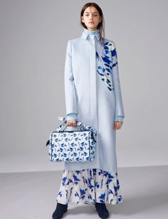 The complete Cacharel Fall 2018 Ready-to-Wear fashion show now on Vogue Runway. 1950s Fashion, Fashion 2018, Fashion Trends, Hijab Fashion, Fashion Outfits, Painted Clothes, Color Azul, Fashion Show Collection, Cheap Fashion