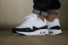 Adidas Women Shoes - Nike Air Max 1 Ultra Essential Mini Swoosh - We reveal the news in sneakers for spring summer 2017 Nike Air Max, Air Max 1, Sneakers Mode, Best Sneakers, Nike Sneakers, Sneakers Fashion, Air Max Sneakers, Black Sneakers, Sneakers Workout