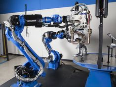 MS-series robots from Yasakawa Motoman are more compact than traditional spot robots for higher robot density in a workcell or around a car body, with arms that are up to 30 percent faster than traditional size spot welding robots. Engineering Technology, Science And Technology, Robot News, Robotic Automation, Robot Design, Market Research, Robotics, Welding, Tecnologia
