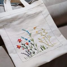 Embroidery bag tote diy Ideas for 2019 – Bag Embroidery Leaf, Embroidery Hoop Crafts, Embroidery Hearts, Cute Embroidery, Hand Embroidery Stitches, Hand Embroidery Designs, Vintage Embroidery, Embroidery Patterns, Diy Embroidery Bags