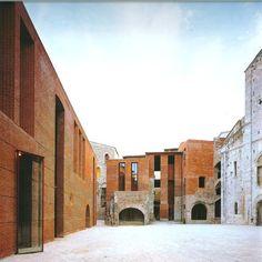 Riconstruzione dell'isolato di San Michele in Borgo Pisa di Massimo Carmassi