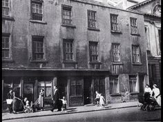 Cuffe Street, Dublin, These building were demolished and replaced with flats. To the right the church still stands. Ireland Pictures, Old Pictures, Old Photos, Dublin Street, Dublin City, Street Look, Street View, Grafton Street, Ireland Homes