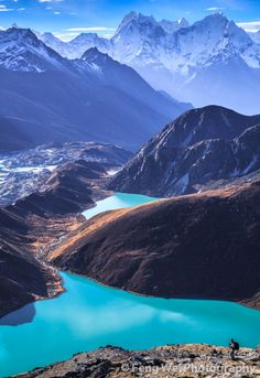 Gokyo Lakes, Sagarmatha National Park, Nepal Wonder if you'd have to do all the crazy trekking and stuff to get here Places Around The World, Oh The Places You'll Go, Places To Travel, Travel Destinations, Places To Visit, Around The Worlds, Voyage Nepal, Parc National, Parcs