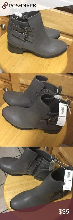 Grey booties size 8 NWT Old navy grey boots NWT size 8 Old Navy Shoes Ankle Boots & Booties