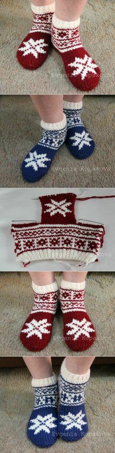 New Year's slippers socks the hands. Knitting on two spokes. Knitting Stitches, Knitting Socks, Knitting Designs, Knitting Projects, Baby Knitting, Knitting Patterns, Crochet Patterns, Crochet Slippers, Knit Crochet