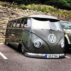 VW Volkswagen, really straight body and smooth paint, look at the reflections in it. Volkswagen Transporter, Volkswagen Bus, Vw T1 Camper, T3 Vw, Volkswagen Beetles, Combi Ww, T1 Samba, Combi Split, Vw Vintage