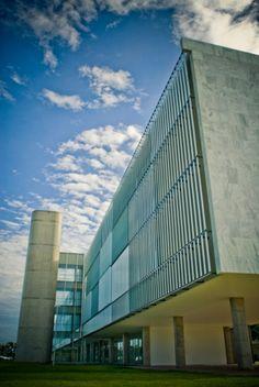 Oscar Niemeyer: Brasilia Palace Hotel