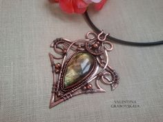 This handmade openwork lacy pendant with labradorite Elven style of copper wire and copper beads. Stone wrapped with copper wire in the art wire wrap. The pendant is patinated (artificially aged) and partially polished. Every Pendant featured, I hand wire wrapped with care. Each Stone is indeed real and the size is listed below. The Pendants are one of a kind, and fit beautifully with formal or casual wear. Have something in mind? Please contact me! The size of the pendant - 7,5x 9,0 cm…
