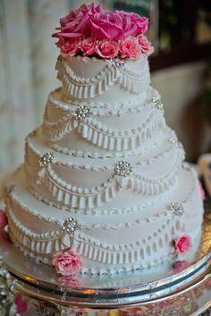 loved my wedding cakee! <3