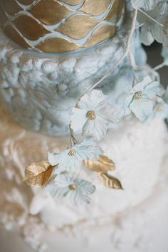 Faszinierende Tortenkunstwerke in Vollendung mit einer winterlichen Schloss Hochzeitsinspiration Cakes: @MelCakes.ch Photography: Sandra Marusic