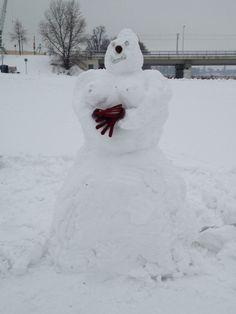Schneefrau. Der temporäre Skulpturen-Park in Dresden mit - Schneefrauen, Schneemännern, Schneekindern & Schneeschnecken. (24. Februar 2013)