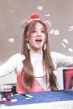 Kpop Girl Groups, Kpop Girls, Euna Kim, How To Speak Chinese, G Friend, Cube Entertainment, Chinese Actress, Soyeon, China