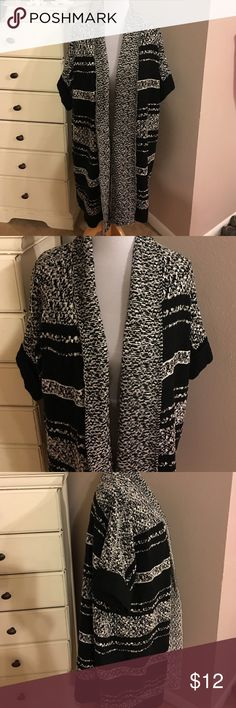 Ava Viv Black and White Sweater 2X/3X Ava Viv black and white sweater. Worn once excellent condition size 2X/3X short sleeve. Ava Viv Sweaters Cardigans