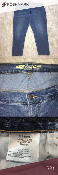 Old Navy Boyfriend Jeans plus sz 16 Short Cropped Cute medium wash jeans in great condition. Short inseam. Old Navy Jeans Boyfriend