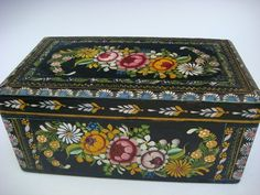 """LARGE vintage Mexican Olinala Guerrero black lacquered wood box 10 1/2"""" long"""