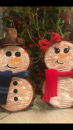 Newest Photos carved Wooden snowmen Suggestions Winter brings around children playhouse events that could be hallmarked simply by many cool, enterta Wooden Christmas Crafts, Snowman Christmas Decorations, Christmas Ornament Crafts, Homemade Christmas, Rustic Christmas, Christmas Projects, Holiday Crafts, Christmas Time, Christmas Gifts
