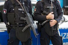 Die Karlsruher Staatsanwaltschaft hat zwei Jugendliche (15 und 17) wegen Terrorverdachts festgenommen. Die beiden Deutschen haben offenbar einen islamistisch motivierten Anschlag geplant.