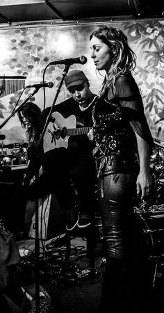 Focusing into a song. Emilie Cleuver, Gil Lopez & Leoni Santander.