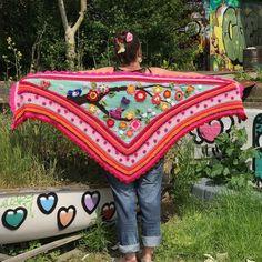 Workshop omslagdoek haken voor € 50.00 per persoon incl. overheerlijke lunch. Prachtige kleurrijke eigen creaties. Schrijf je nu in.