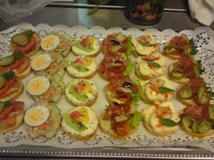 Rezept: Canapees, Partyhäppchen.... Sandwiches, Party Buffet, Snacks Für Party, Appetizer Dips, Bruschetta, Finger Foods, Tea Time, Sushi, Brunch