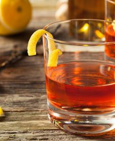 Forget the Hurricanes on Bourbon Street. The Sazerac is the must try cocktail of New Orleans. Image courtesy of Shutterstock. Whiskey Sour, Rye Whiskey, Daiquiri, Moscow Mule Receita, Louisiana, New Orleans Bars, Ginger Beer, Cocktail, Restaurants