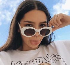 These awesome oval vintage style sunglasses made famous by Kurt Cobain, are so and retro. Grunge Look, Style Grunge, 90s Grunge, Soft Grunge, Grunge Outfits, Sunglasses For Your Face Shape, Retro Sunglasses, Cat Eye Sunglasses, Sunglasses Women
