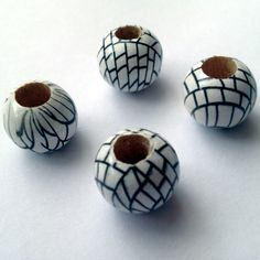 16mm round patterned white & black wood dreadlock bead
